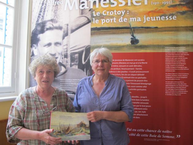 """Christine Manessier en compagnie de Jeanine Bourgau lors de l'exposition """"Alfred Manessier Le Crotoy : le port de ma jeunesse"""""""
